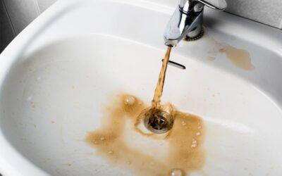 Missfärgat vatten